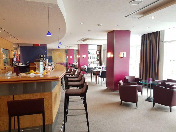 moderner Barbereich des Radisson Hotels in Erfurt