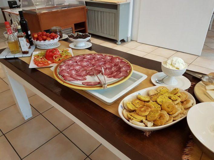 Herzhaftes auf dem Frühstücksbuffet der Tenuta Moreno