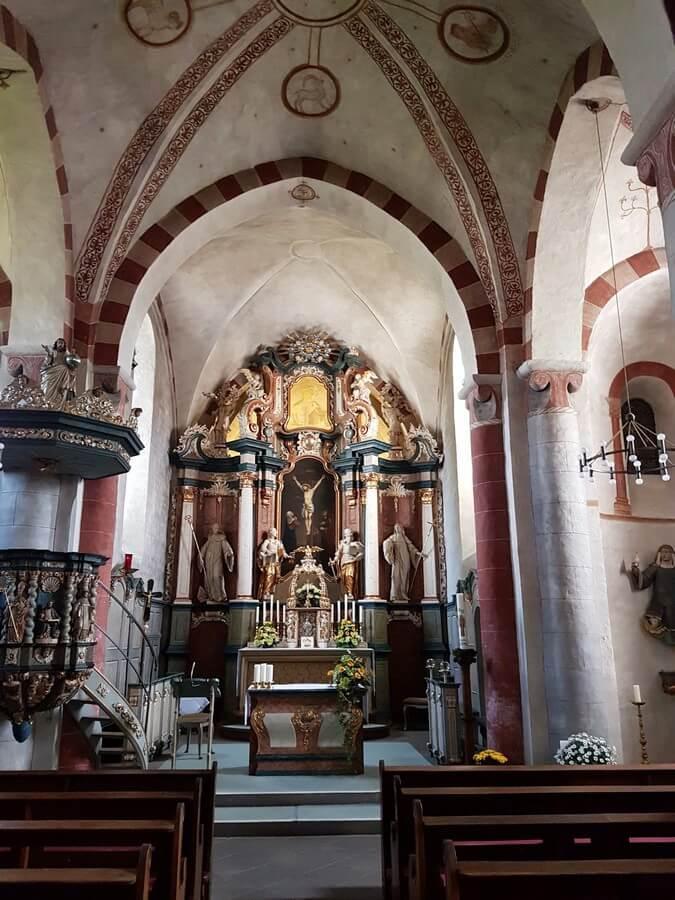 im Inneren der Kirche in Wormbach im Sauerland