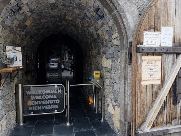 Eingang zur Runde durch den Tiroler Steinöl Vitalberg