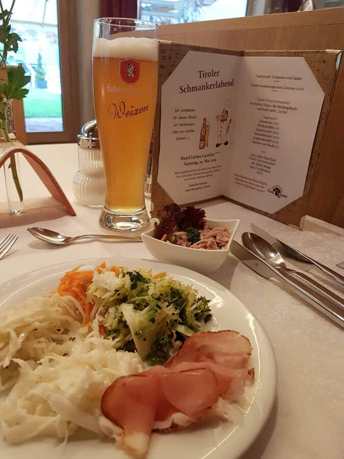 Salat vom Buffet beim Tiroler Schmankerlabend