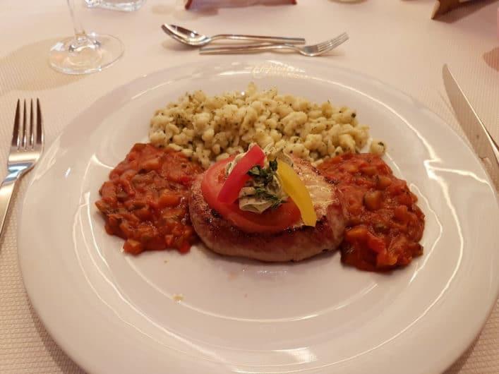 Schweinefilet beim Abendessen im Hotel Liebes Caroline