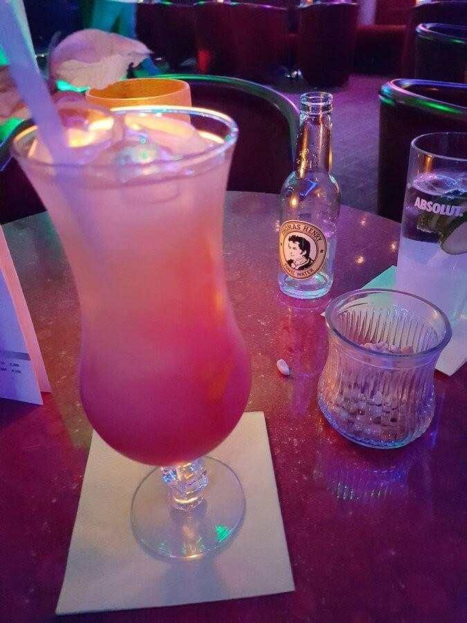 Cocktail in der Bar 59 der Villen im Park in Bansin