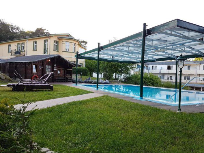 Außenpool im Hotel Villen im Park im Seebad Bansin