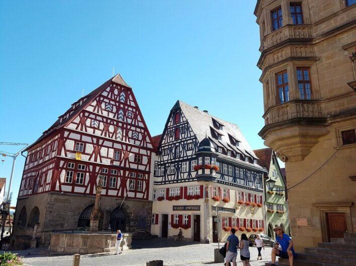 Fachwerkhäuser am Marktplatz in Rothenburg ob der Tauber
