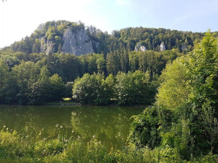 Jurafelsen am Ufer der Altmühl