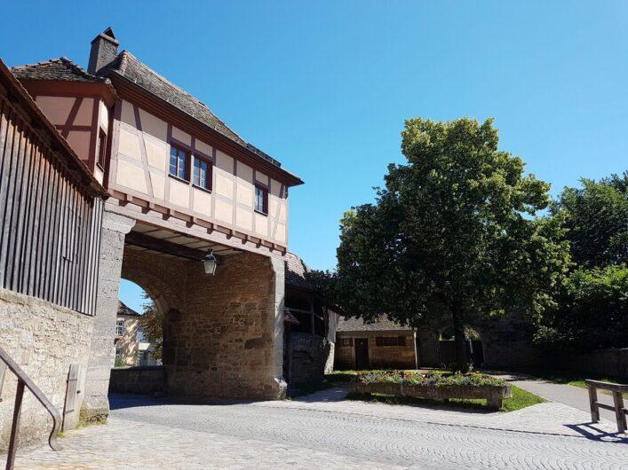 Blick auf das Rödertor in Rothenburg ob der Tauber