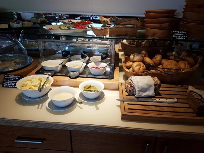 ein Teil des Frühstücksbuffet im Hotel Kranzbichlhof