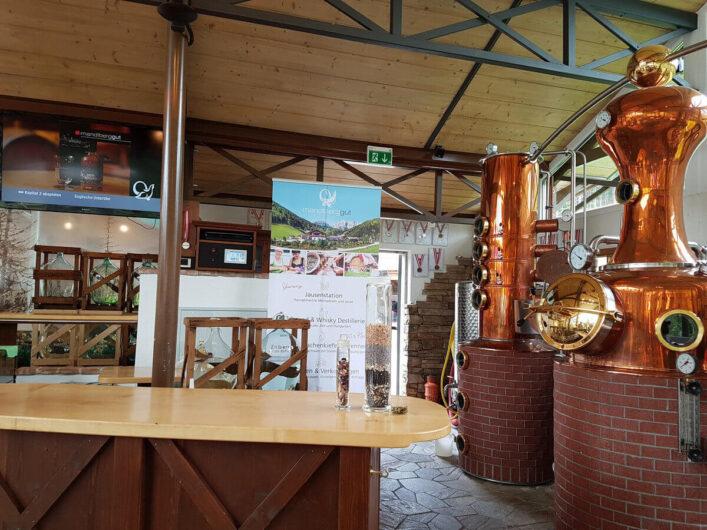 in der Dachstein Destillerie am Mandlberggut