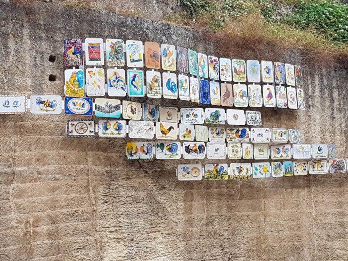 bunte Kacheln im Keramikstädtchen Grottaglie in Apulien