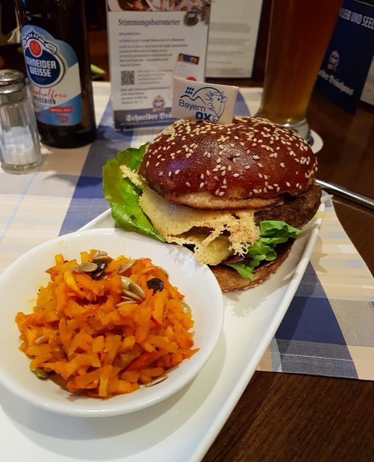 herbstlicher Burger mit Kürbis-Relish bei Schneider Bräu