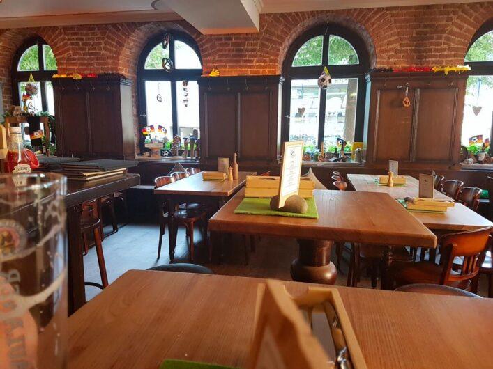Blick in die gemütliche Gaststube des Wirtshaus Zum Straubinger in München