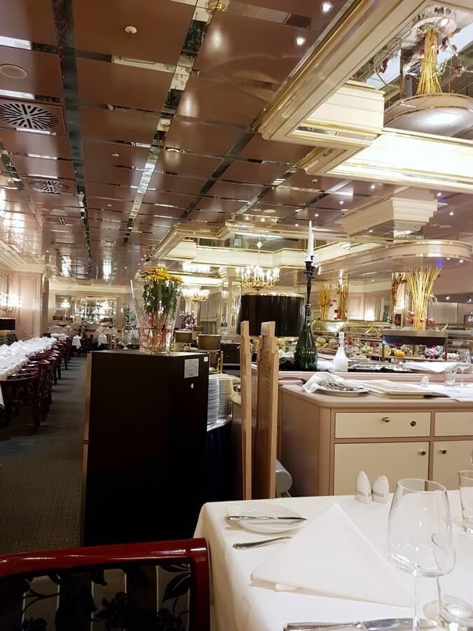 Blick in das Restaurant des Maritim Hotel München