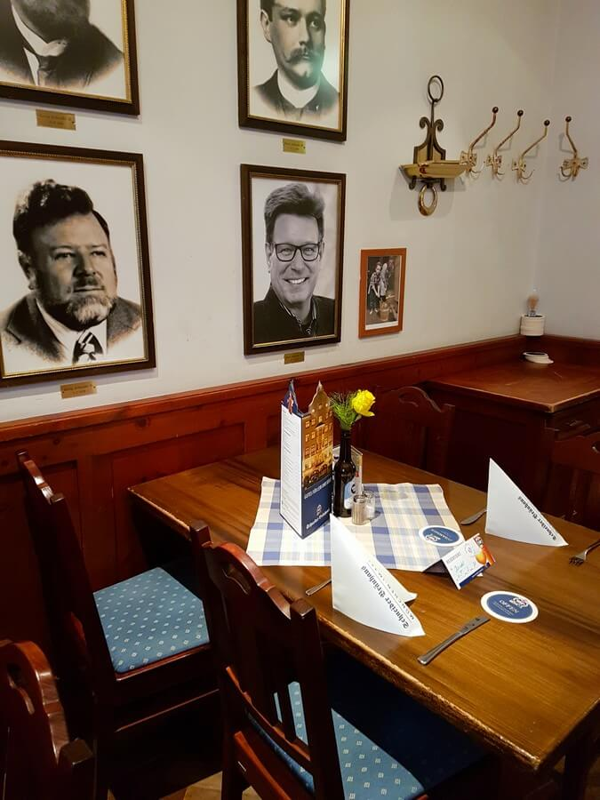 gedeckter Tisch in der Schneider Stuben im Schneider Bräuhaus München