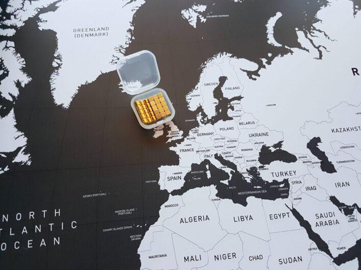 mitgelieferte Magnete zur magnetischen Weltkarte