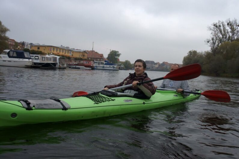 Martina im Kanu in Havelberg