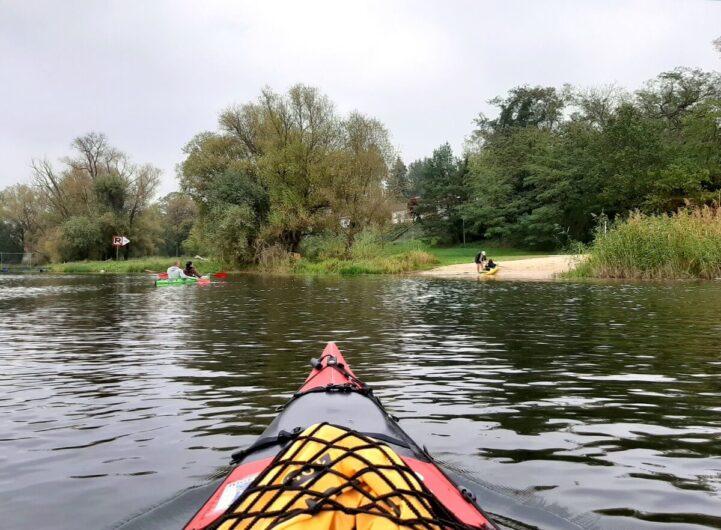 Kurz vor Ankunft mit dem Kanu am Ufer in Nitzow