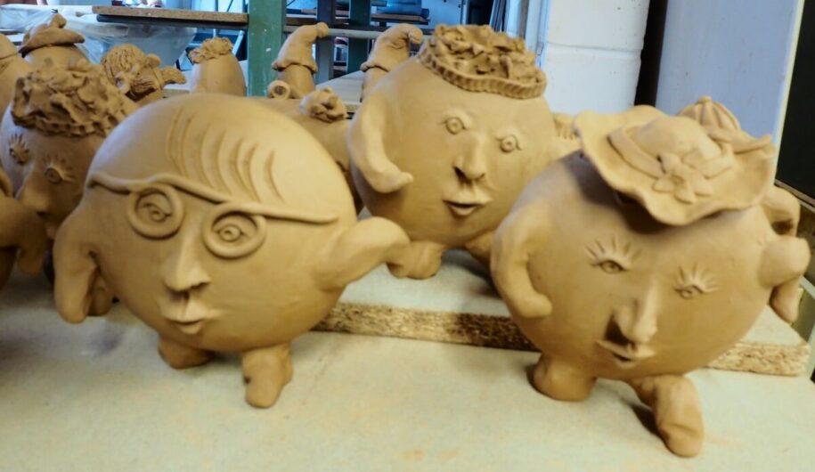 Pfannkuchen-Figuren aus Ton für Preisverleihung