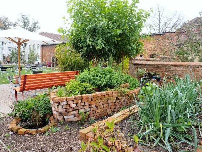 Beete im Garten der D8