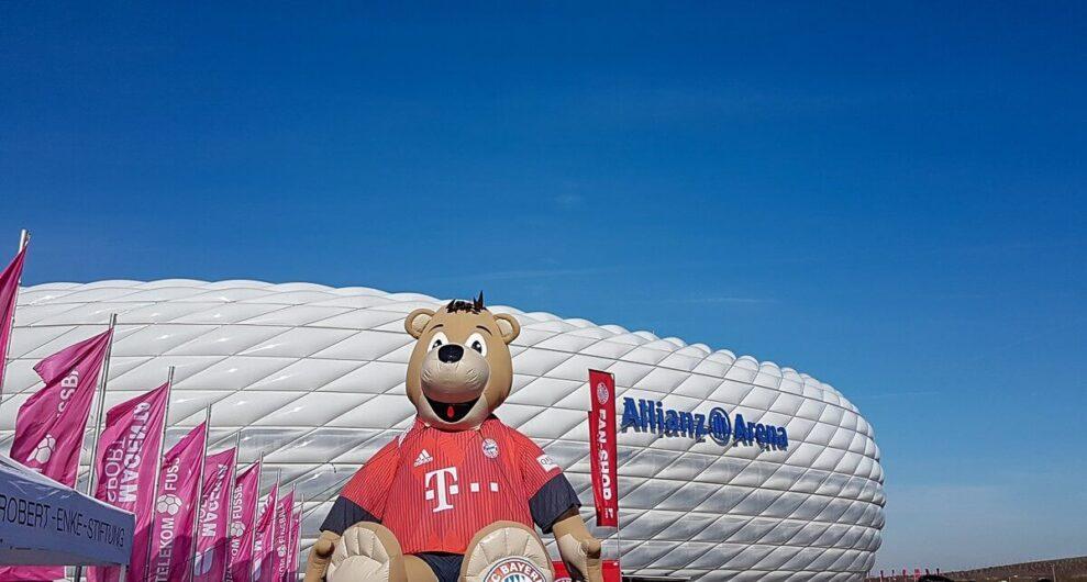vor der Allianz Arena in München