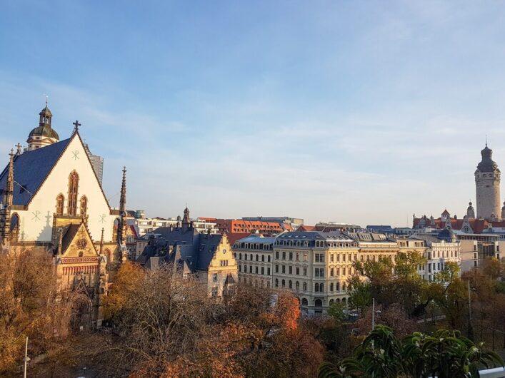 Blick auf die Thomaskirche und die Leipziger Innenstadt