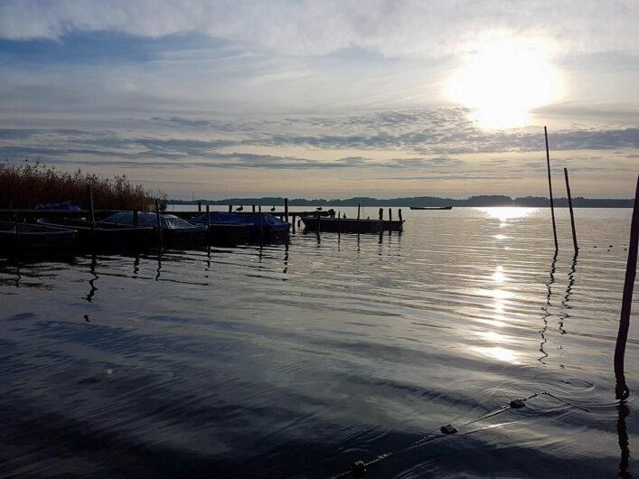 Sonnenaufgang an einem See im Seenland Oder-Spree