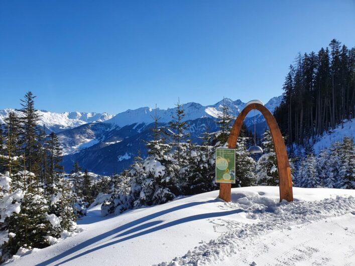 Ausblick auf die Bergwelt vom Six-Senses-Wanderweg in Serfaus