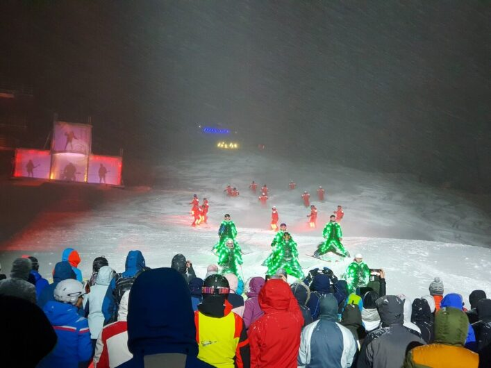Vorführung der Skilehrer beim Nightflow in Fiss