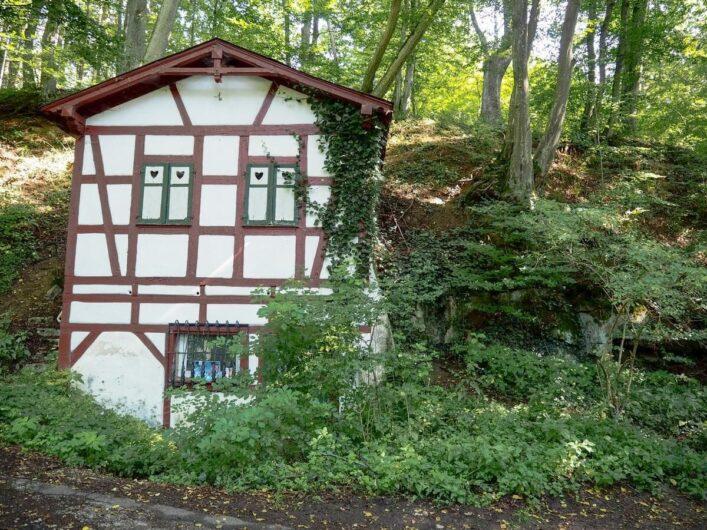 Blick auf das Fachwerkhaus des Auer'schen Bierkellers