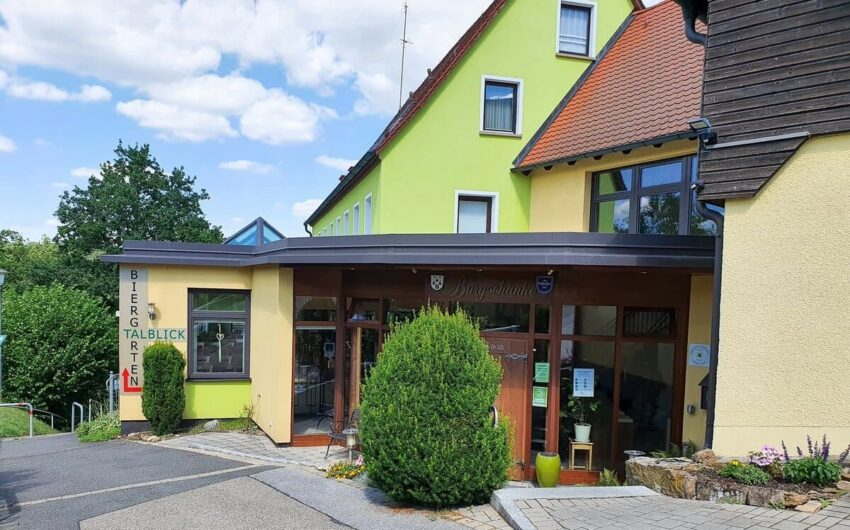 Eingang zum Hotel-Restaurant Burgschänke im Nürnberger Land