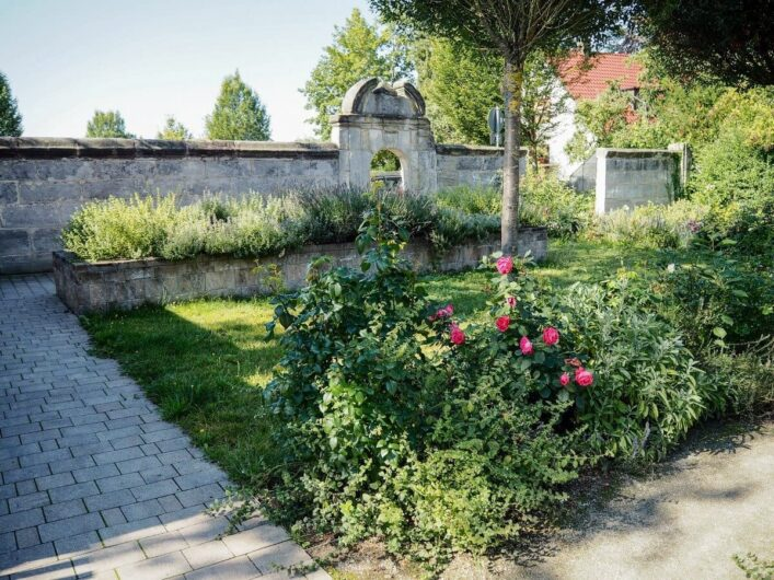 Blick auf die Stadtmauer von Altdorf