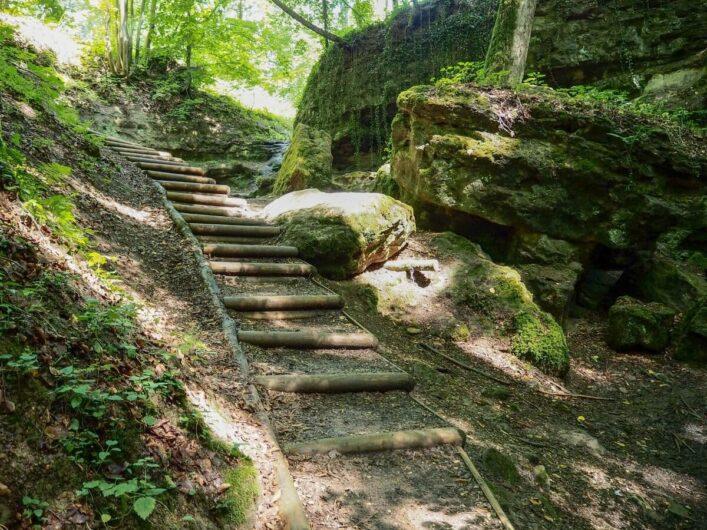 Treppe hinunter zur Teufelsschlucht im Nürnberger Land