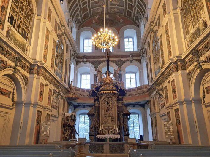 Blick auf den Altar der Schlosskirche von Schloss Neu-Augustusburg