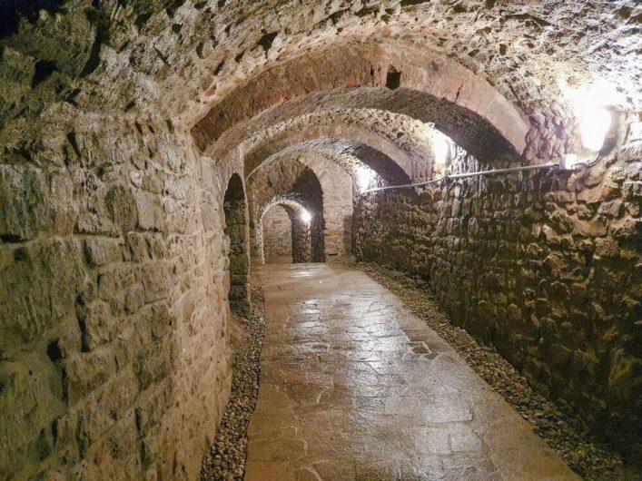 Gang durch den Tiefen Keller