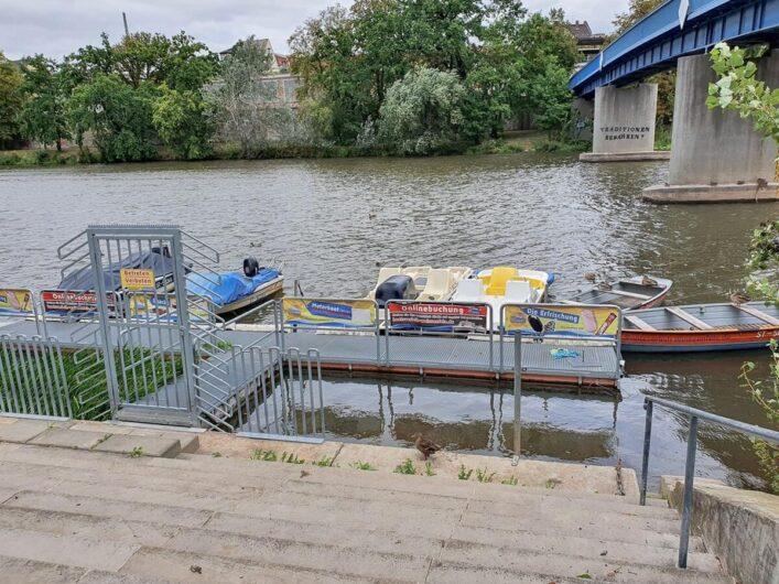 die Boote des Bootsverleih Weißenfels auf der Saale
