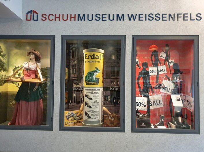 Hinweis am Schuhmuseum Weissenfels