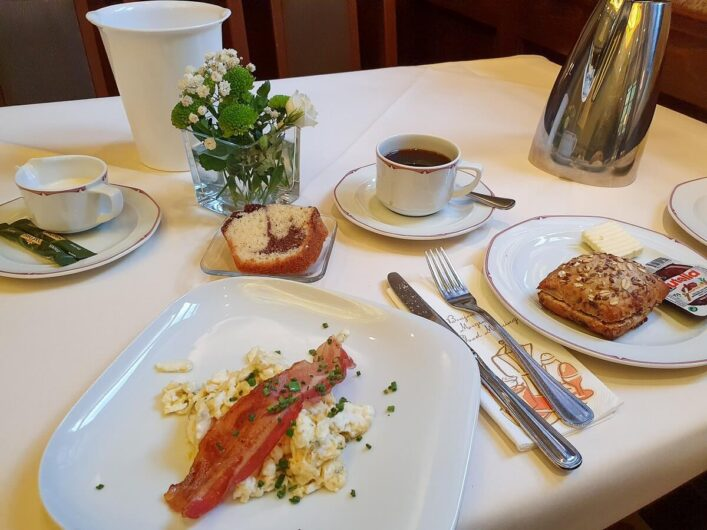 Frühstück im Parkhotel Güldene Berge