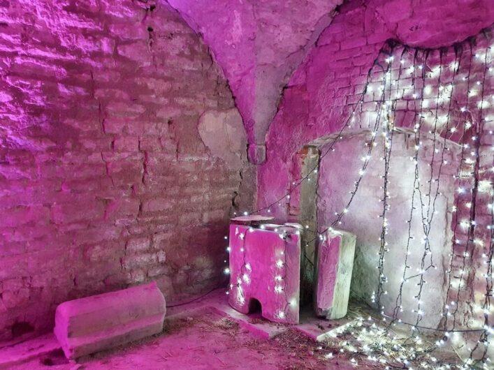 erleuchtetes Gewölbe im Peterskloster Merseburg