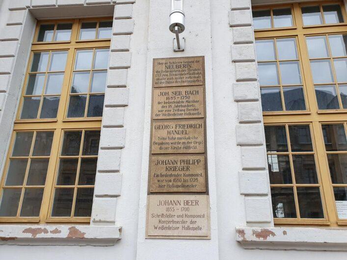 Namensschilder der Organisten der Schlosskirche in Weißenfels