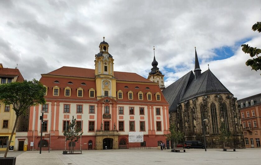 Blick auf das Rathaus und die Marienkirche am Marktplatz der Residenzstadt Weissenfels