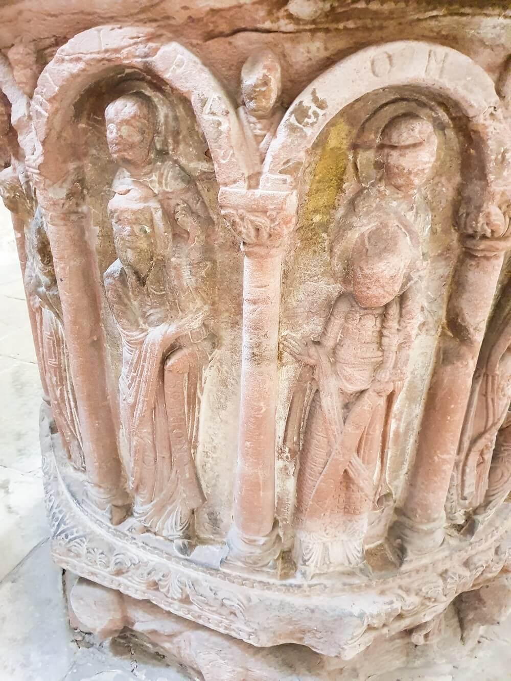 Taufstein im Merseburger Dom