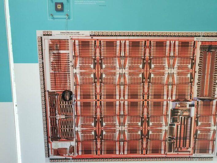 Chip mit den Funktionen des ENIAC