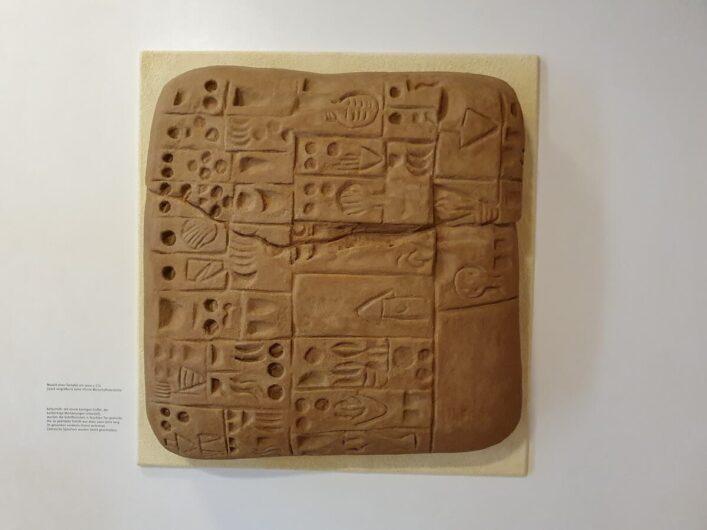Tafel mit Keilschrift