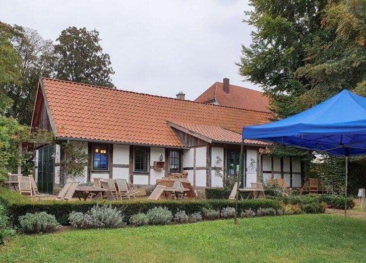 Fachwerkhaus in dem sich das Café Alte Werkstatt befindet