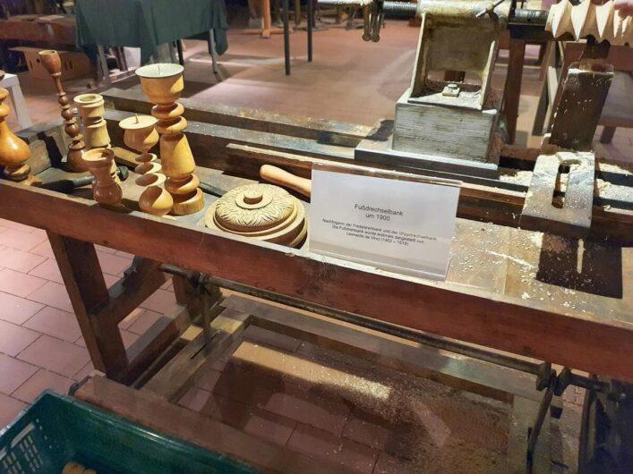 Drechselbank im Museum