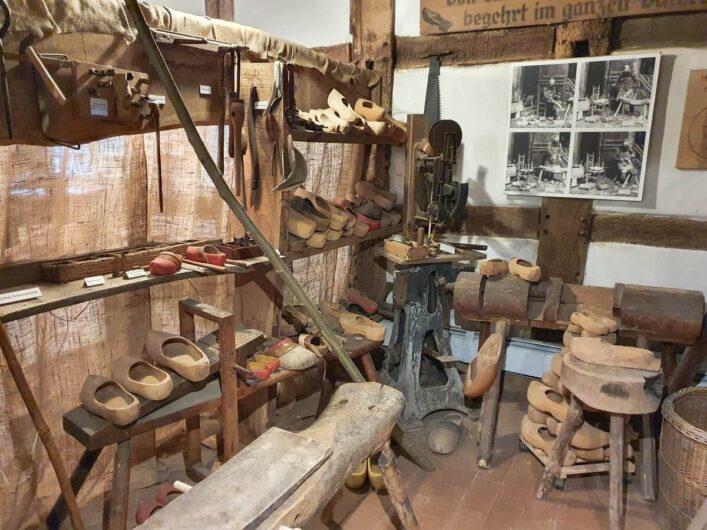 Holzschuhmacherwerkstatt im Holzhandwerksmuseum