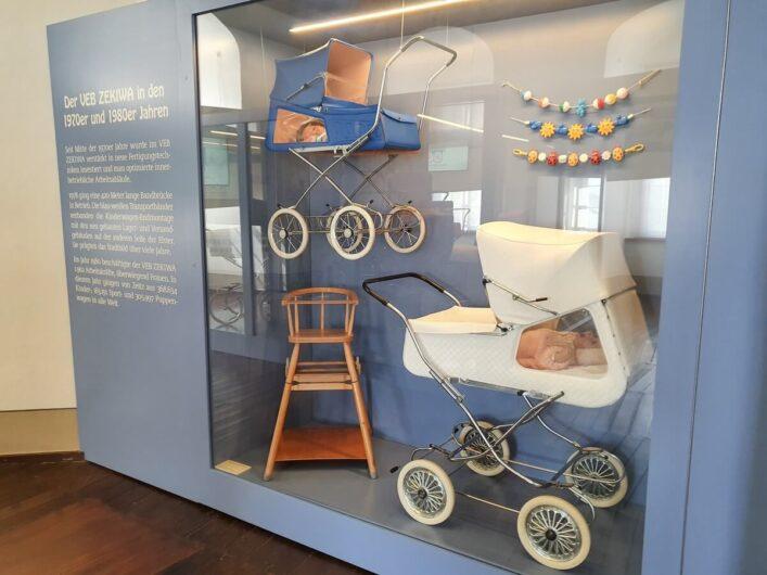 Kinderwagen mit Seitenfenster im Deutschen Kinderwagenmuseum