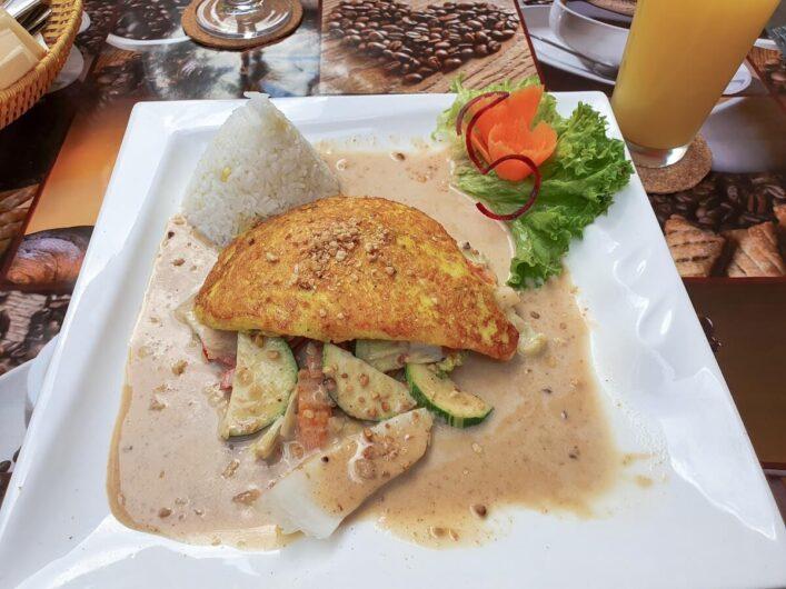 Hühnchen mit Erdnusssauce bei Tom's Vietnam Allerlei