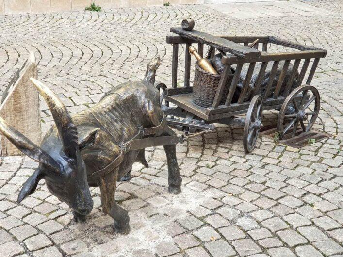 Ziegenskulptur in der Zeitzer Fußgängerzone