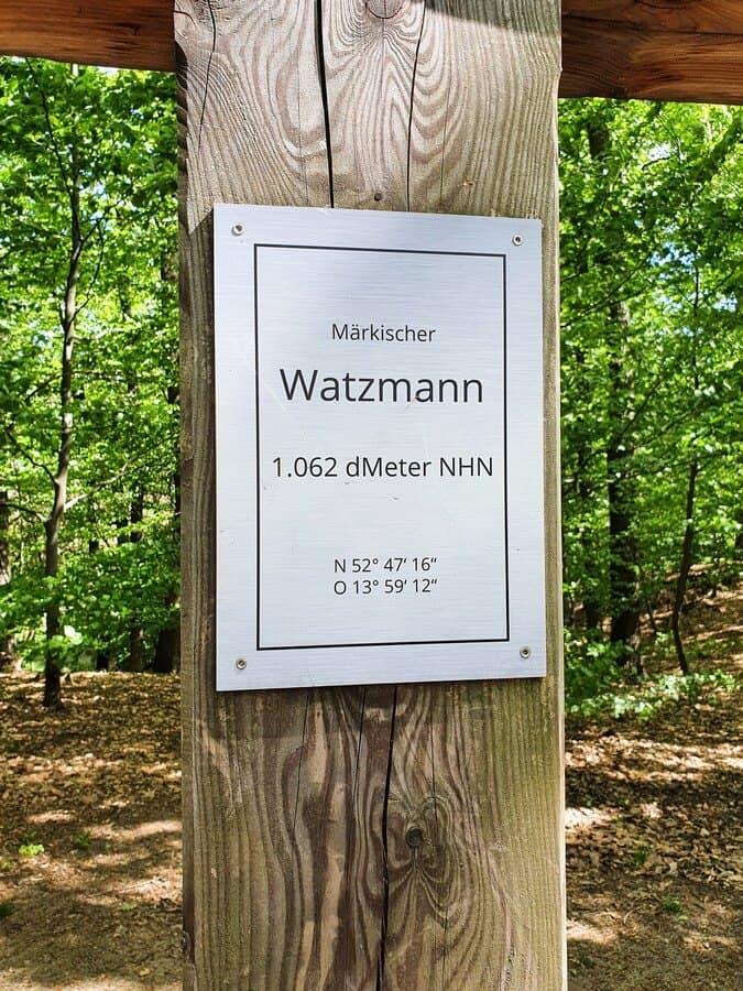 Höhenangabe auf dem Gipfelkreuz des Märkischen Watzmanns